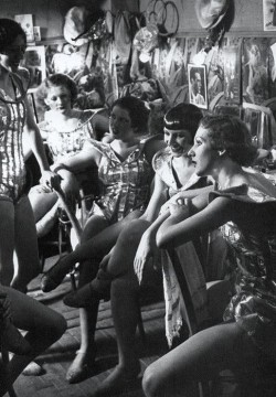 Brassai: Folies Bergere 1932