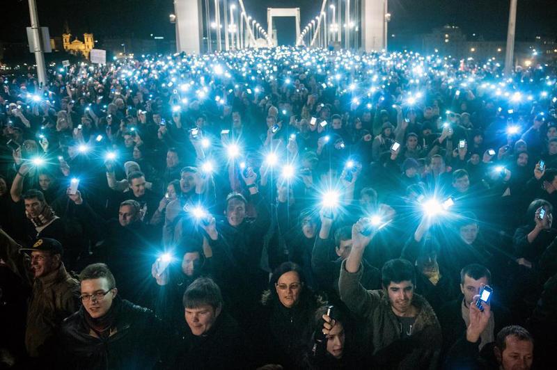 Móricz Sabján Simon, Népszabadság: Netadó tüntetés
