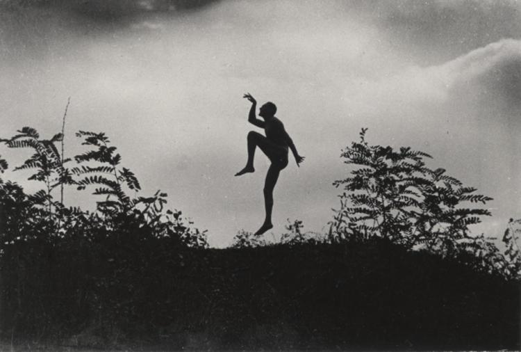 Szabadban táncoló férfi (Jenő öcsém), 1919. június © André Kertész Emlékmúzeum, Szigetbecse